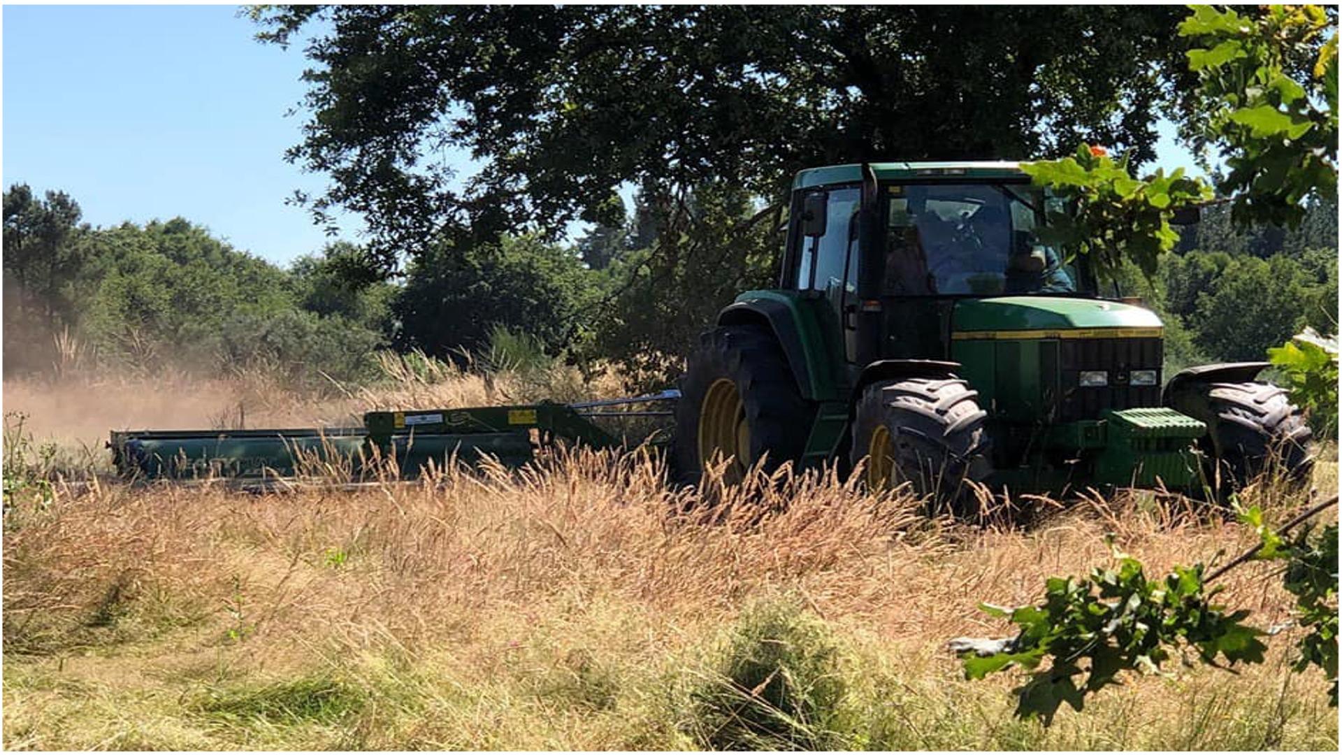 1440 euros de multa a un padre por dejar que su hijo menor condujera un tractor1920