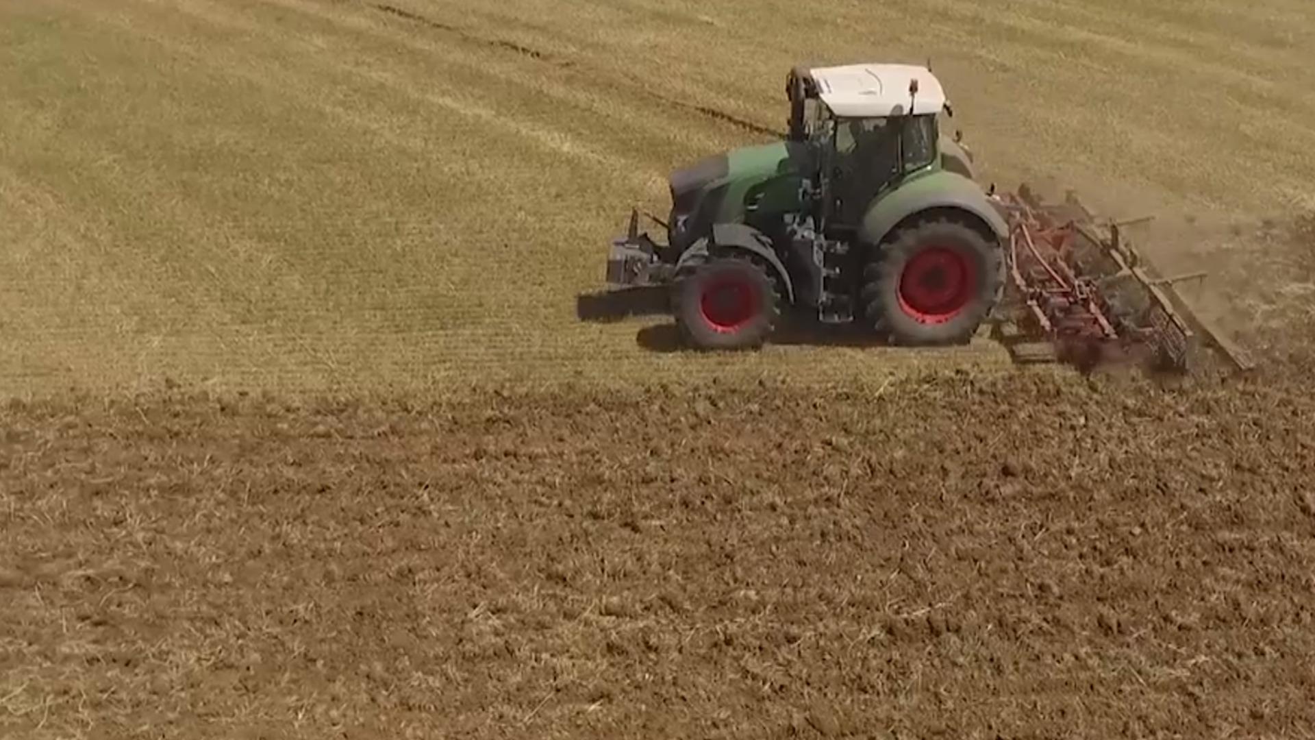 Prohibida la venta de tractores de mas de 40 años sin proteccion y la importacion de maquinaria de otros países que no tenga la debida proteccion.1920